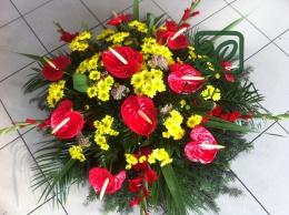 Wieniec pogrzebowy z Anturium i żóltej Margaretki